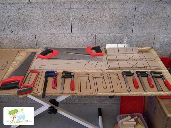 Outils pour construire des jouets en bois